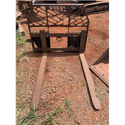 LANAI Volvo 17521 Pallet Fork Attachment