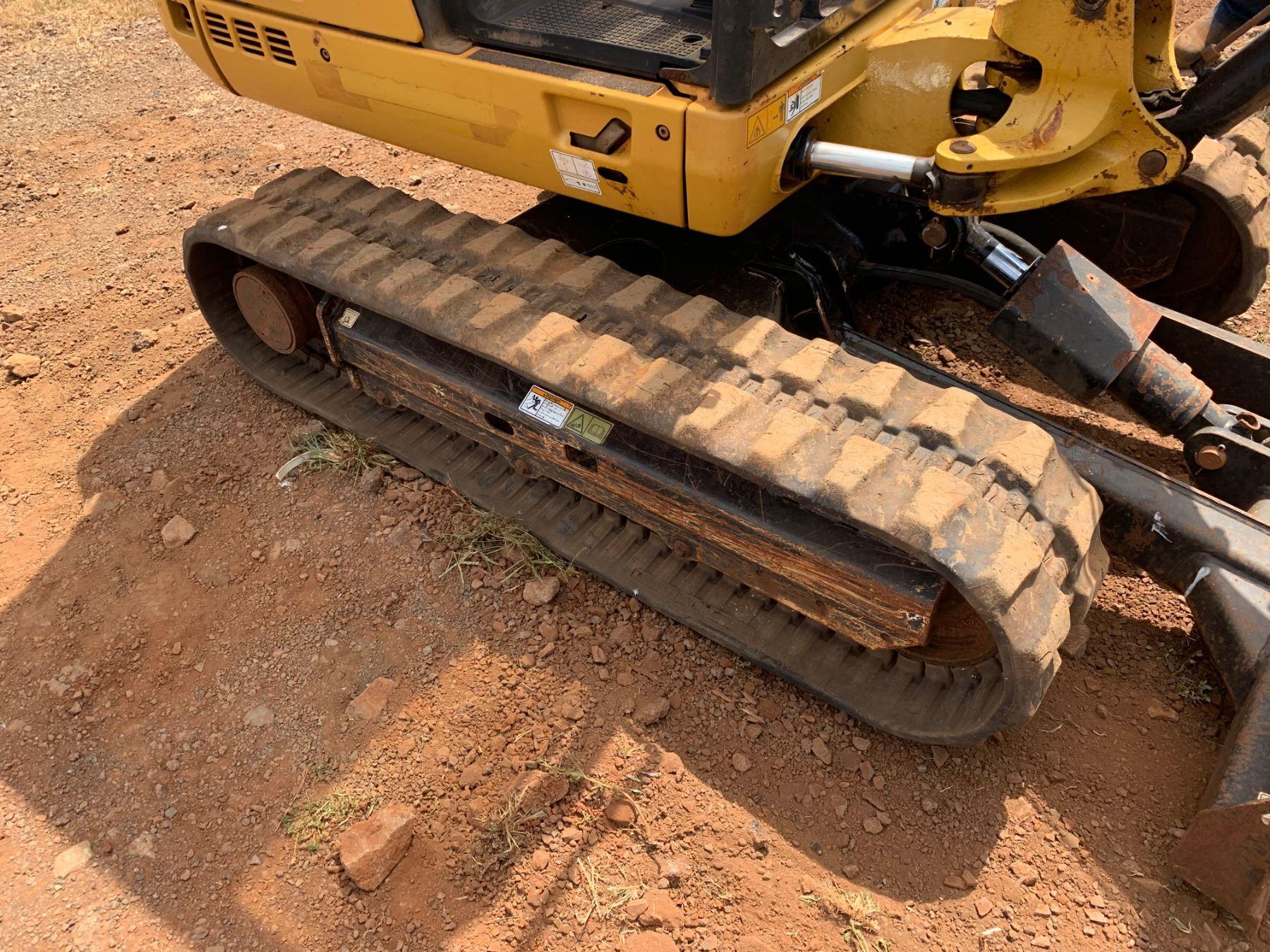 Lanai 2013 Cat 302 4d Mini Excavator  2168 Hours  Runs