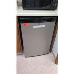 Frigidaire Undercounter Refrigerator 21.5  W x 21  x 33  Height