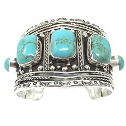 Classy And Eyecatching With this Beautiful Turquoise Bracelet