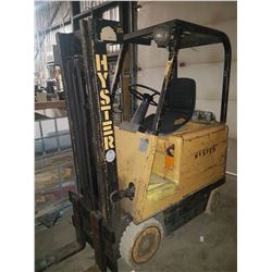 Hyster Fork lift 2850lbs with Charger