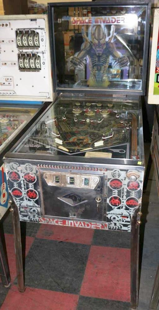 SPACE INVADERS BY BALLY PINBALL MACHINE
