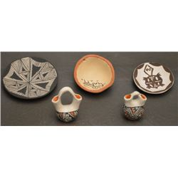 FIVE ACOMA INDIAN POTTERY ITEMS