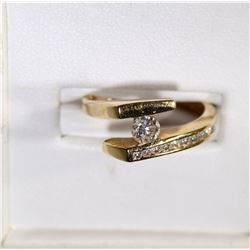 10k GOLD RING w/DIAMOND CENTER STONE