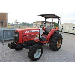 2006 MASSEY FERGUSON MF1552 FARM TRACTOR --VIN/SN:JRB92602 ::MFWD, (1) REMOTE, CANOPY, 17.5L-24 REAR