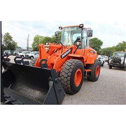 2010 DOOSAN DL200 WHEEL LOADER --VIN/SN:DHKCWLACPA0005363 ::MP BUCKET, FORKS, CAB, A/C, 20.5R25 TIRE