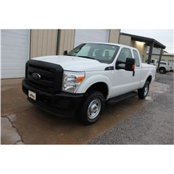 2015 FORD F250 PICKUP TRUCK --VIN/SN:1FT7X2B65FEA41405 ::4X4, EXT. CAB, V8 GAS, A/T, BED COVER, 92,9