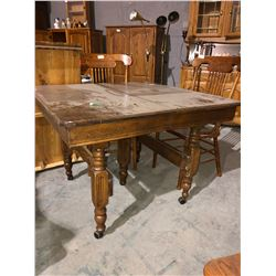 Square oak American 1920's table and leaf