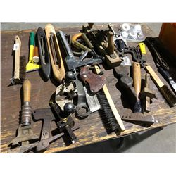 Rare antique tools, Stanley planer, carpentry tools, gas lamp, pumps, old chair (app 40 pieces)