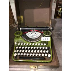 Underwood portable typewriter in cas (mint condition) 1916-1918