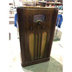 1930's Westinghouse upright radio in walnut