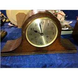 USA Oakk mantle clock w/keys (very nice) purchased from Wilkies in Saskatoon