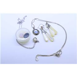 Selection of sterling silver jewellery and gemstone including a pair of mother-of-pearl earrings, 18