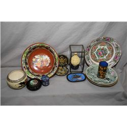 Tray lot of Asian and Asian motif collectibles including famille verte plates, famille rose plate, c