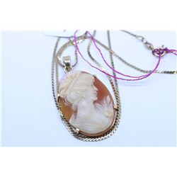 """10Kt yellow gold 18"""" neck chain with hand carved cameo pendant"""
