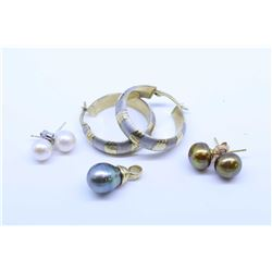 Selection of ladies gold jewellery including 10kt brushed white and yellow gold, 14kt gold and pearl