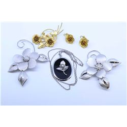 Selection of Bond- Boyd's vintage costume jewellery including two rose brooches, gold tone rose broo