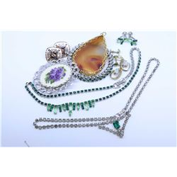 Two tray lots of vintage costume jewellery including diamante peridot and emerald style earrings and