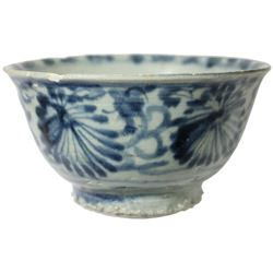 Chinese blue-on-white porcelain bowl, floral motif, Ming or Qing Dynasty (1620-1670), from an uniden