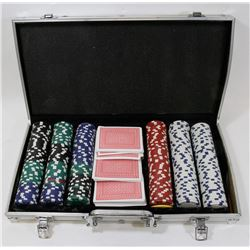 POKER SET IN METAL CASE.