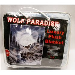 "NEW! ""WOLF PARADISE"" LUXURY PLUSH BLANKET (QUEEN)"