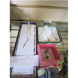 LOT OF WOMENS JEWELLERY IN FLOWER BOXES