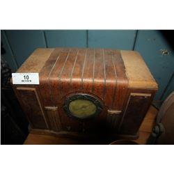 Vintage Wood radio