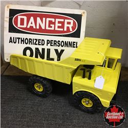 Tonka Rock Truck 1973 Refurbished + Danger Sign