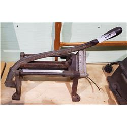 ANTIQUE BLOOMFIELD MFG CO. POTATO PRESS