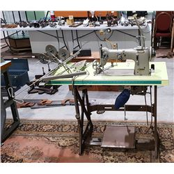 VINTAGE PFAFF INDUSTRIAL SEWING MACHINE W/ACCESSORIES