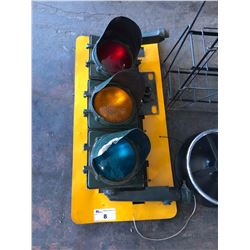 METAL TRAFFIC LIGHT WITH BACK PLATE