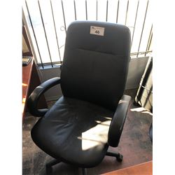 BLACK HI BACK OFFICE CHAIR & 2 LEATHER CLIENT CHAIRS