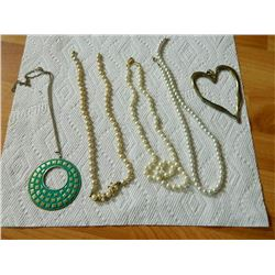 BAG OF ASSORTED JEWELRY - PEARLS & MORE