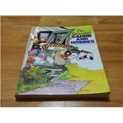 BOOK - THE CALVIN AND HOBBES - THE ESSENTIAL