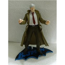 HUSH ACTION FIGURE WITH BATMAN STAND - COMMISIONER GORDON
