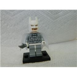 LEGO TINY FIGURE - BATMAN WITH CAPE, MASK, STAND & WEAPON