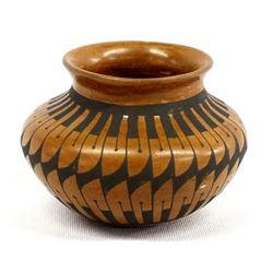 Small Mata Ortiz Stylized Feather Jar by B. Lopez