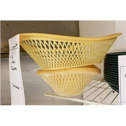 BUNDLE LOT: (10) LARGE OVAL PLASTIC SERVING BASKETS LOT, ASSTD. PLASTIC/BAMBOO BASKETS