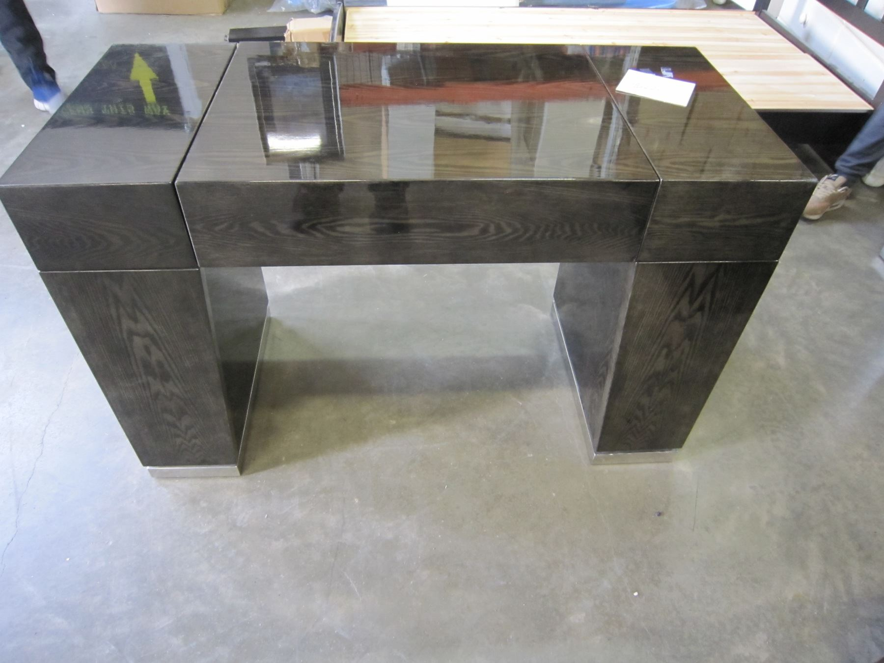 New Ultra Modern Dark Wood Grain Vanity Desk With Flip Up Mirror Retail