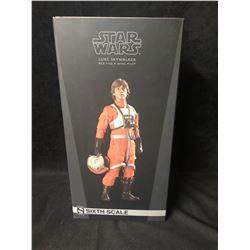 Sideshow Star Wars Luke Skywalker Red Five X Wing Pilot 1/6 Scale Figure