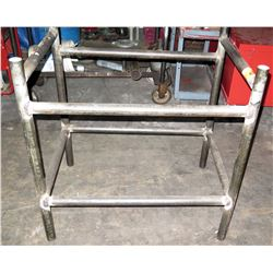 "Metal Pipe Rack 39"" x 27"""