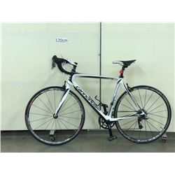 WHITE AND BLACK CANNONDALE SYNAPSE ROAD BIKE