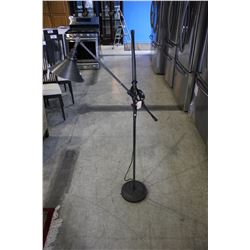 METAL FLOOR LAMP WITH FOOT SWITCH