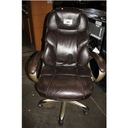BROWN ADJUSTABLE ROLLING OFFICE CHAIR