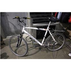 WHITE ROCKY MOUNTAIN 24-SPEED MOUNTAIN BICYCLE