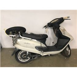 WHITE JAOTAO ELECTRIC SCOOTER (NO KEYS OR CHARGER)
