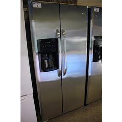 "33"" STAINLESS STEEL FRIGIDAIRE FRIDGE/FREEZER WITH WATER & ICE"