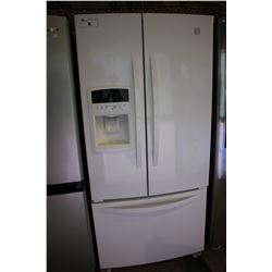 "33"" WHITE KENMORE FRIDGE WITH BOTTOM FREEZER AND WATER & ICE"