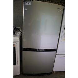 "33"" GREY SAMSUNG FRIDGE WITH BOTTOM FREEZER"