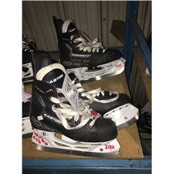 2 PAIR OF EASTON EQ30 HOCKEY SKATES: SIZE 5.3 / 5.9